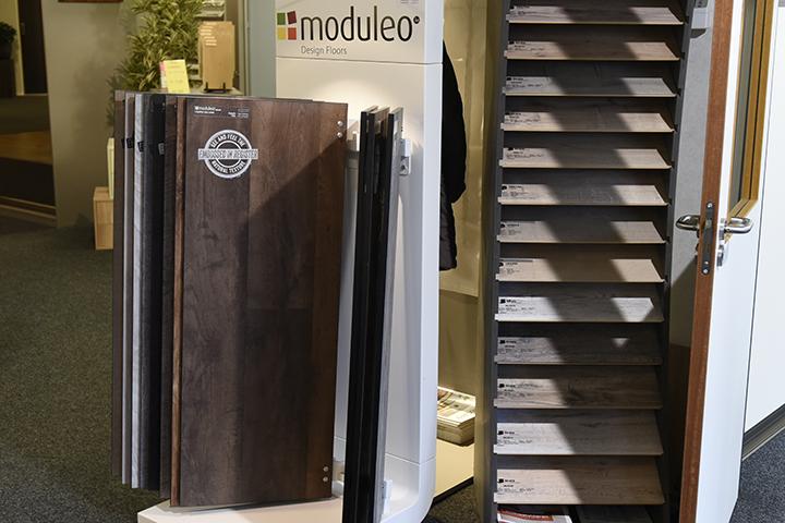 PVC vloeren - Moduleo draaicoursel met PVC vloeren (type Impress met echte houtnerven)